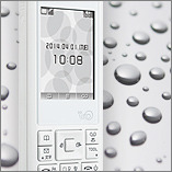 画像:防水対応(IPX4)・Eメール機能も搭載